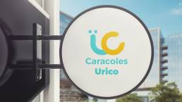 letrero calle con logo uai
